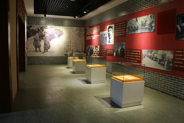 博物馆展柜和记电讯